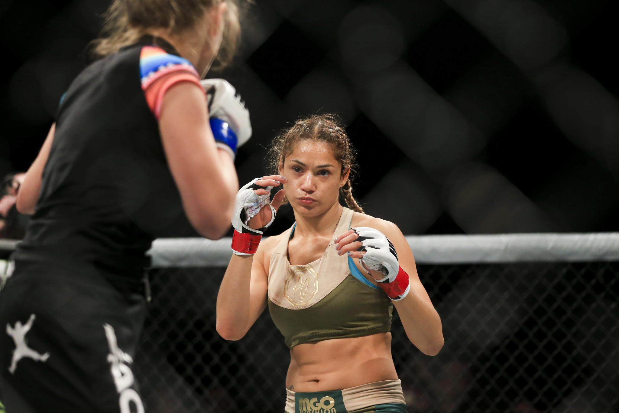 Pearl González UFC 210 Implante senos