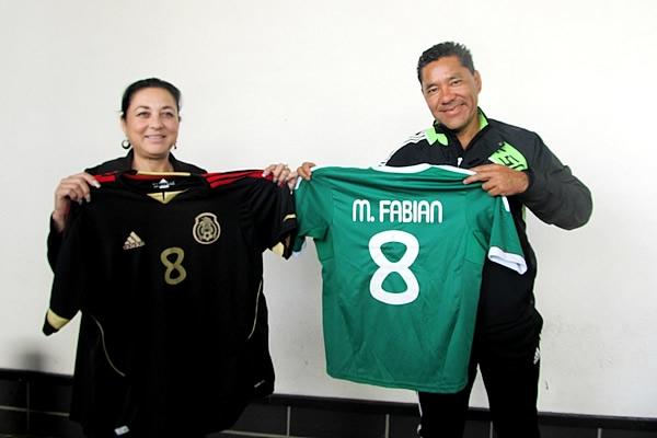Padre Marco Fabián Pelea Estadio Azteca