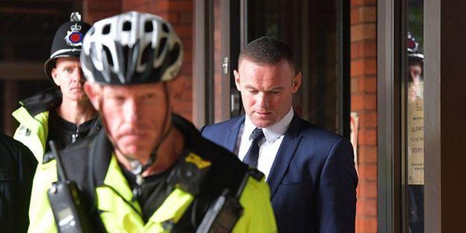Wayne Rooney sanción licencia servicio comunitario conducir ebrio