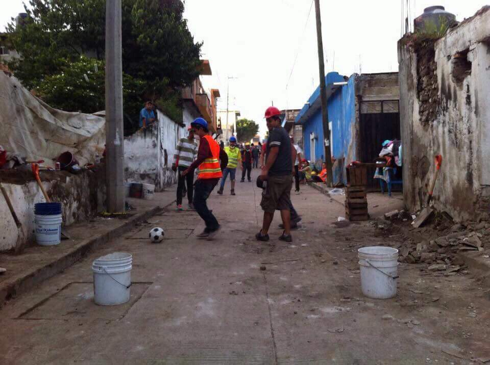 brigadistas, afectados, sismo, juegan, futbol, descanso, Morelos