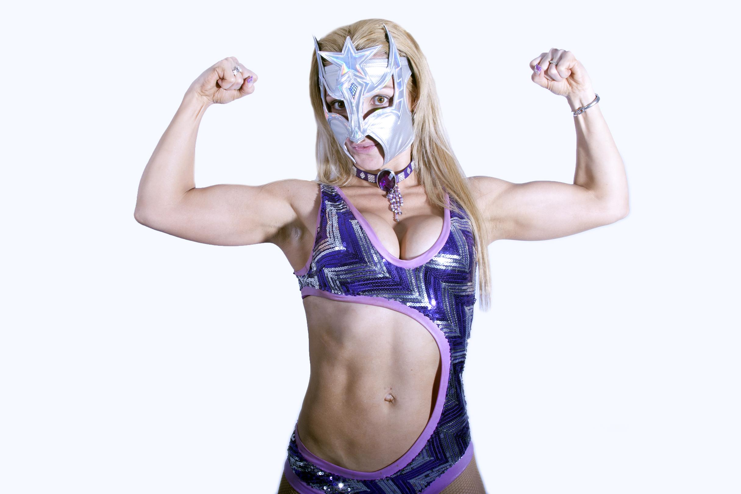 Triple A Reina de Reinas Sexy Star despoja AAA Rosemary