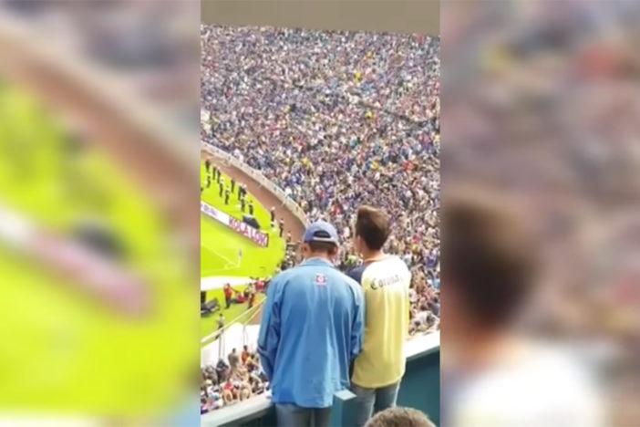 aficionado del américa narrando gol a aficionado del cruz azul invidente