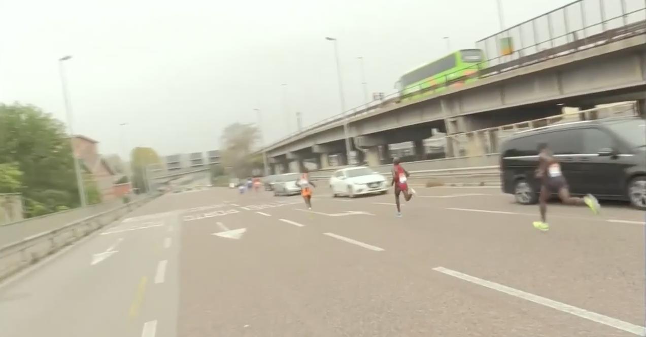 Maratón Venecia, perdidos, equivocan calle, pierden liderato, pierden carrera, ruta, Italia,