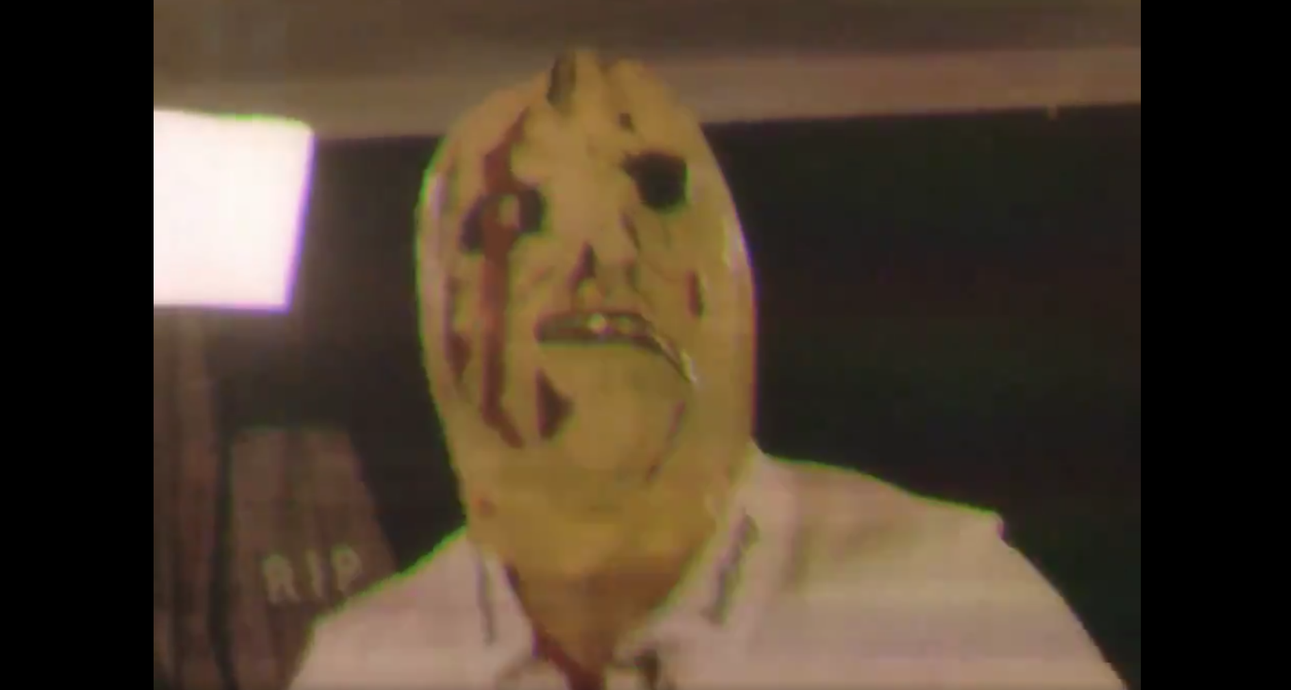 Javier Hernández, Chicharito, se pone máscara, asusta, aficionados, video, día de Halloween