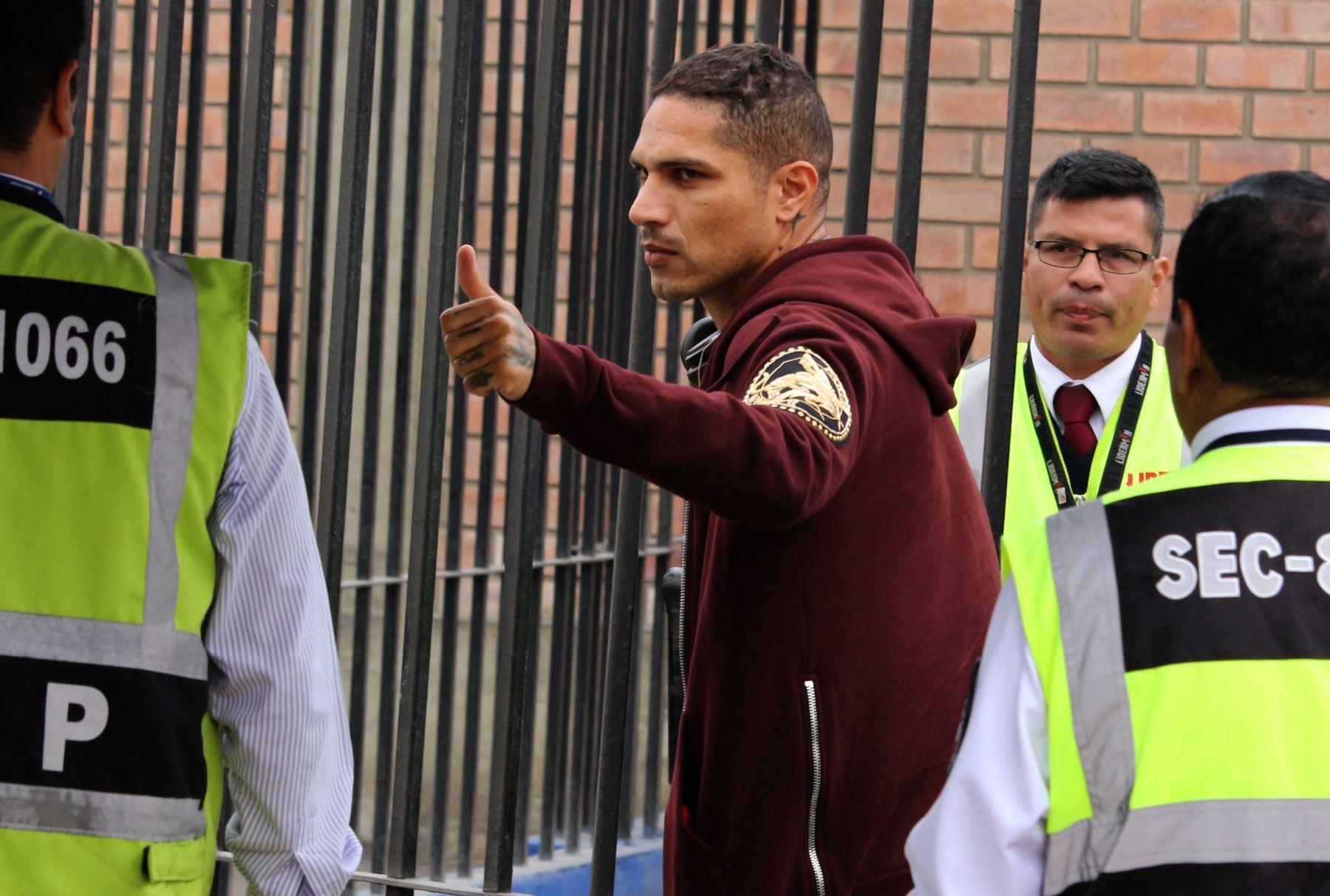 Paolo Guerrero, viaja a Perú, Contranálisis, doping, suspendido, FIFA, no jugará, repechaje mundialista, Nueva Zelanda, delantero