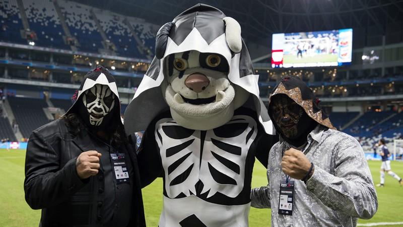 Monty Rayados robo mascota Monterrey Cintermex