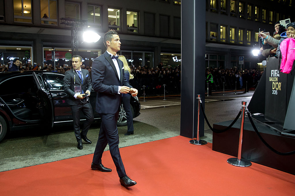 Cristiano Ronaldo, recibe, quinto, balón de oro, revista, france football, torre eiffel, empata, Lionel Messi, mejor futbolista, del mundo