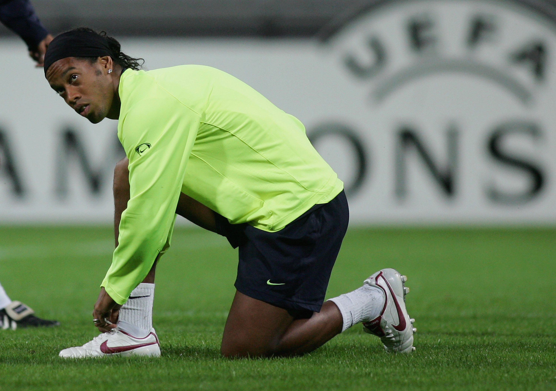 Ronaldinho Video de Ronaldinho Youtube Ronaldinho video 1 millón Ronaldinho le pega al poste ronaldinho tenis tiempo