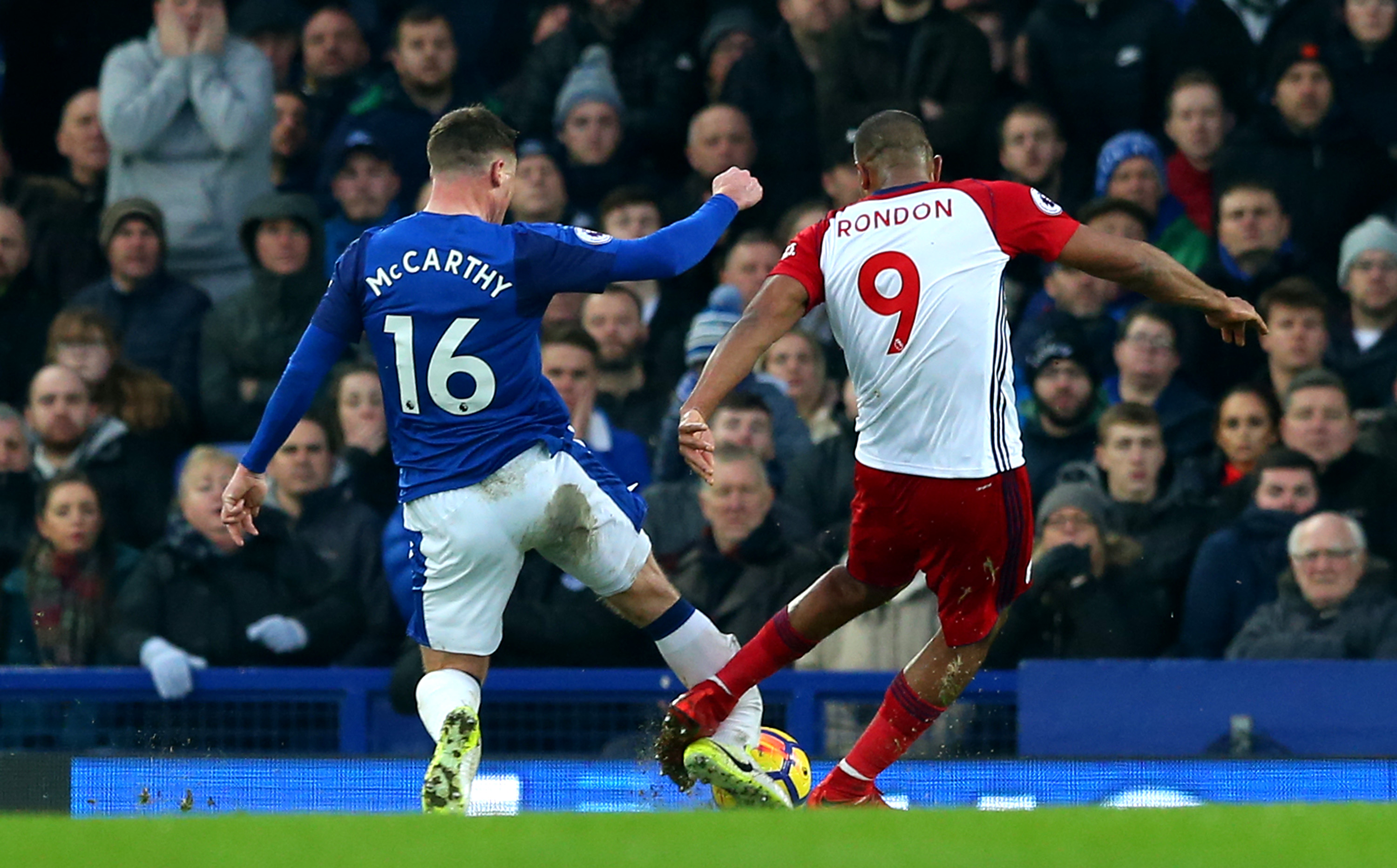 Fractura video Rondón McCarthy Liverpool West Brom