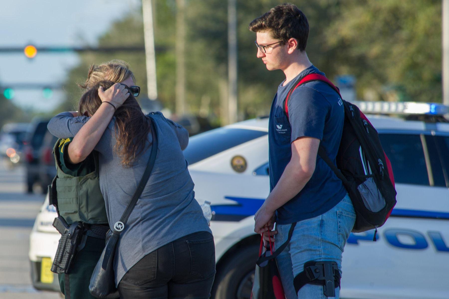 Asistente director deportivo víctimas tiroteo Florida