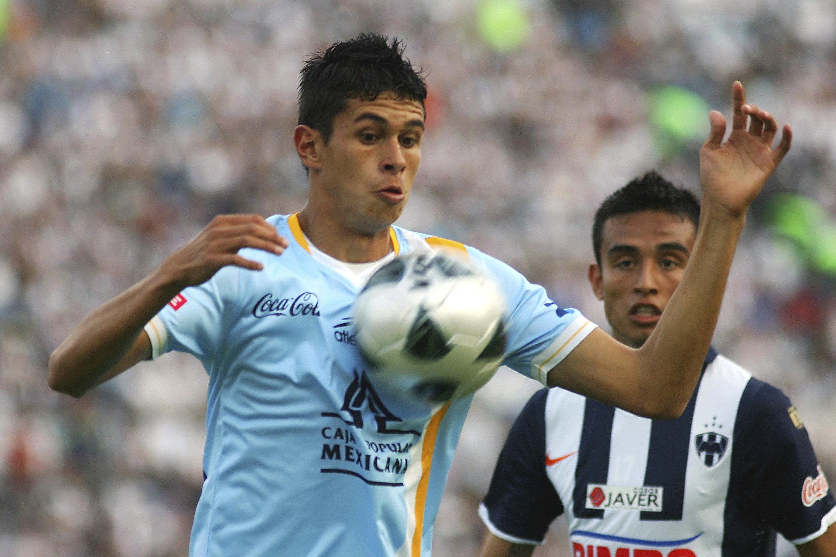 En meses futbolista mexicano pasó por Grecia, España y acaba en ...