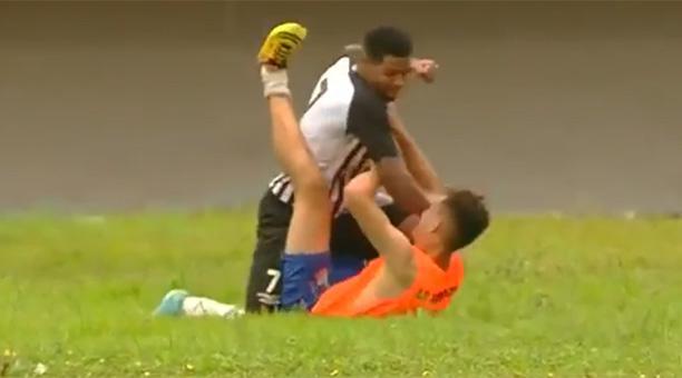 Jugador Brasil golpiza recogebalones Jeferson Reis Operario