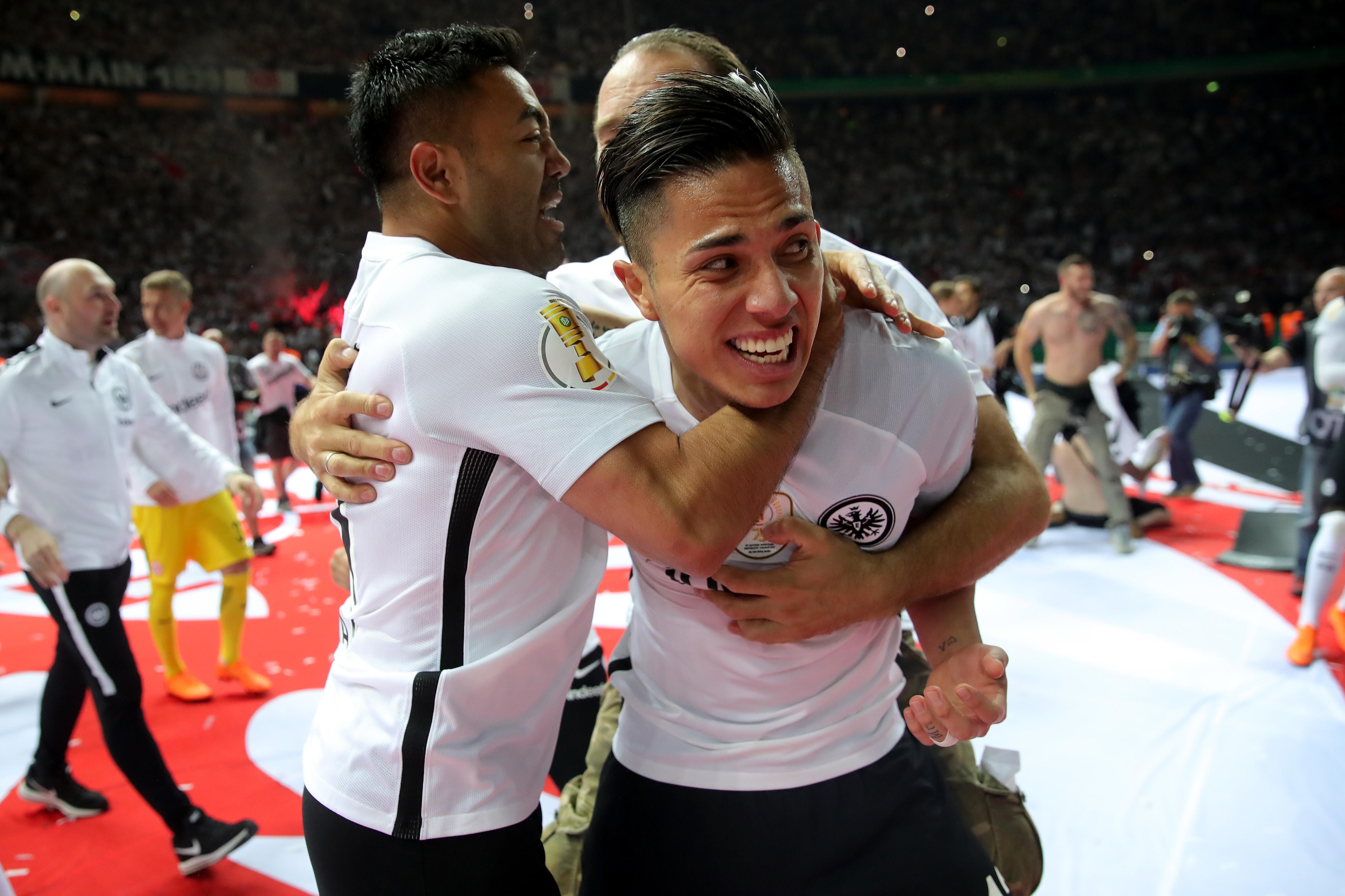 Carlos Salcedo y Marco Fabián son campeones de Copa en AlemaniaLos ...