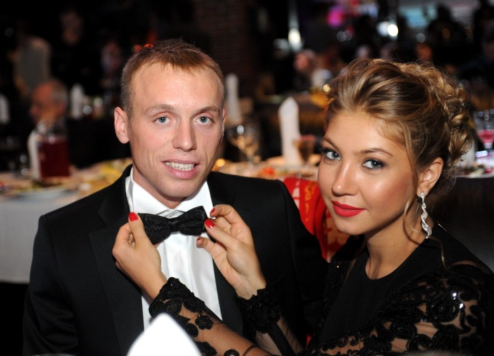 Denis Glushakov Esposa Los Pleyers