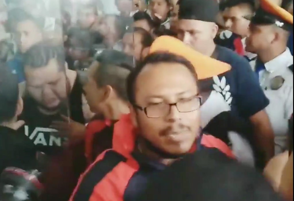 Enfrentamiento Porra Chivas Aeropuerto Clasico Video