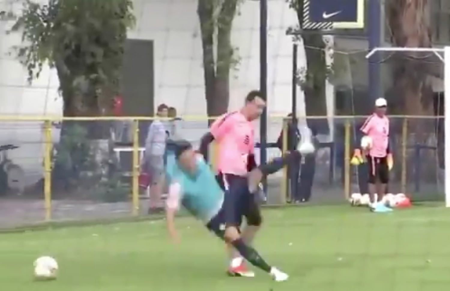 Patada Agustín Marchesín Patada América Entrenamiento Video