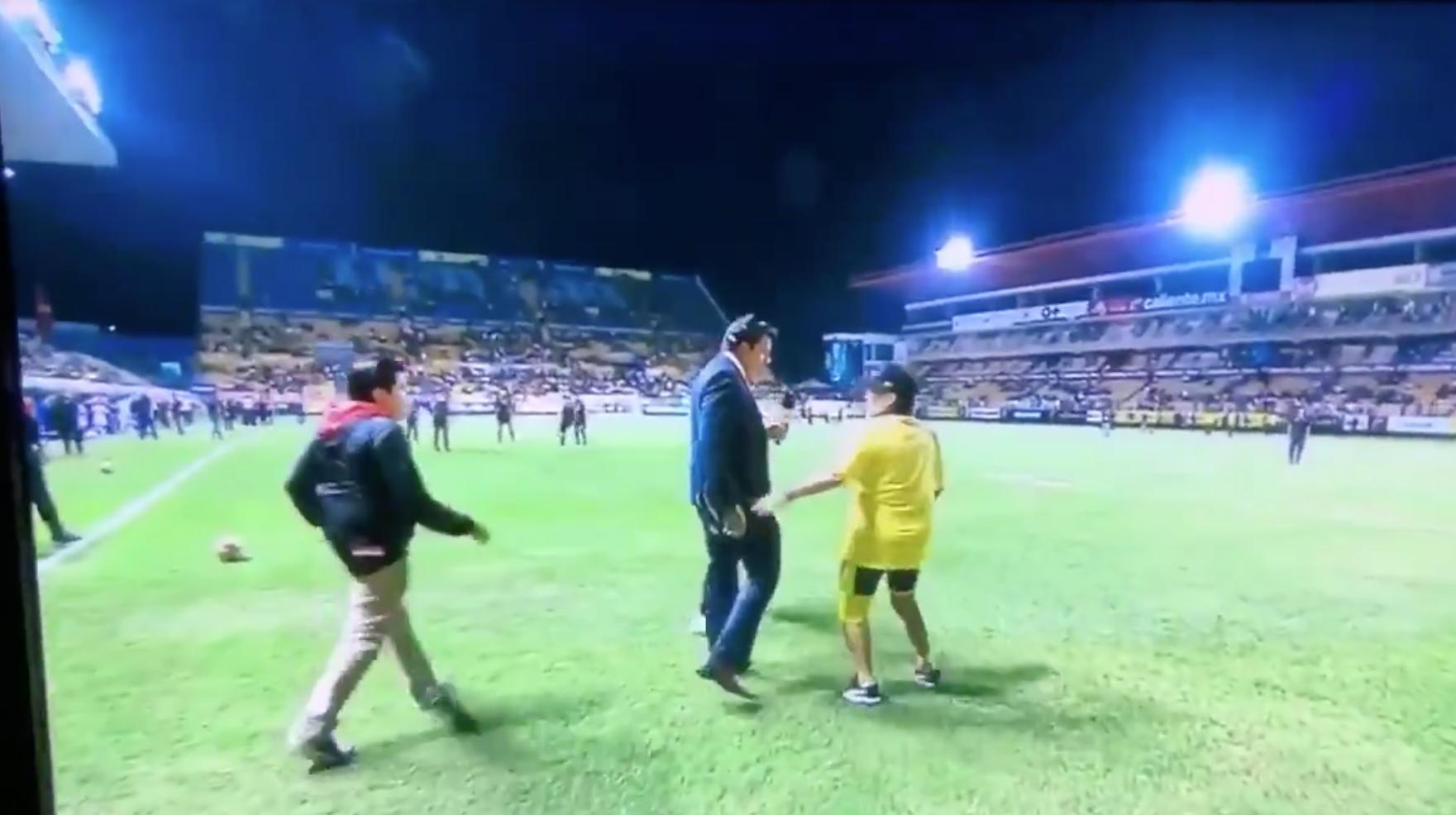Diego Armando Maradona Seguridad Retiren Periodista