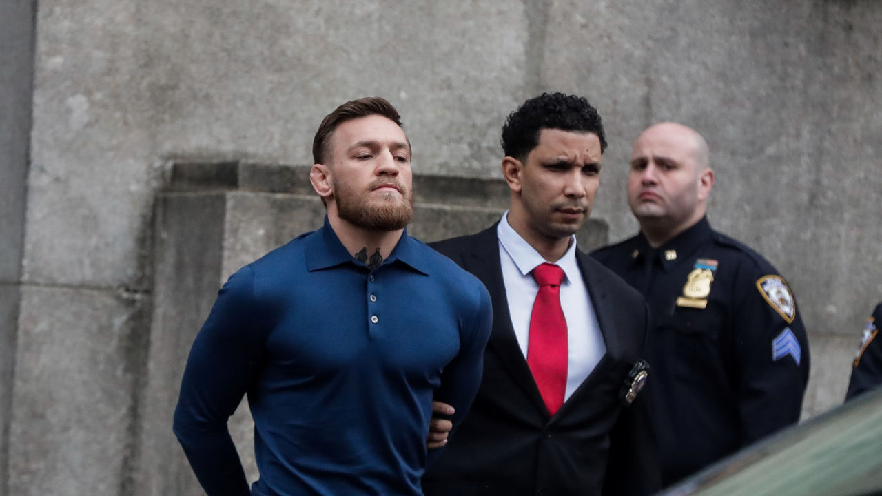 Conor McGregor Retiro MMA Investigación Agresión Sexual